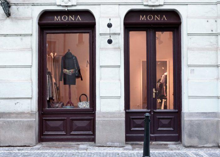 vchod do obchodu MONA