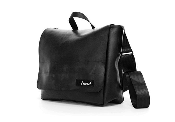 černá taška Haul vyrobená z pneumatiky