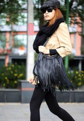 dámská černá kožená kabelka s třásněmi Whitefeather