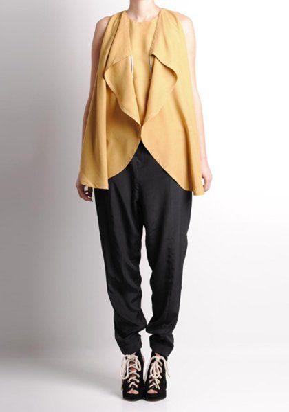dámská žlutá halenka a černé kalhoty Henrik Vibskov