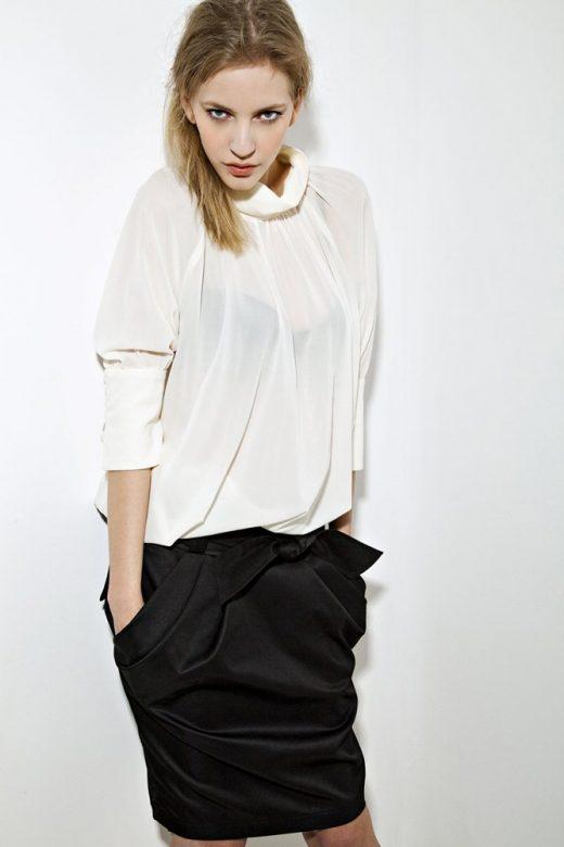 dámská bílá halenka a černá sukně s kapsami Tatiana