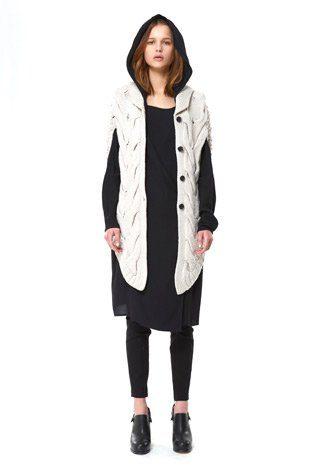 černé šaty a dlouhý bílý zapínací svetr Hope Podzim:Zima 2010