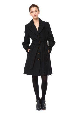 černý kabát, kolekce Capsule od Niny Persson