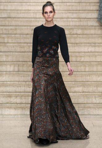 černý top a dlouhá široká sukně