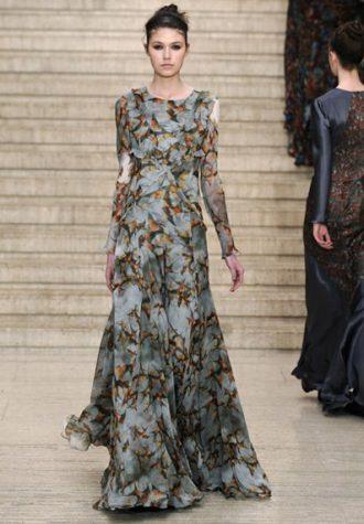 šedé dlouhé dámské šaty s potiskem a širokou sukní