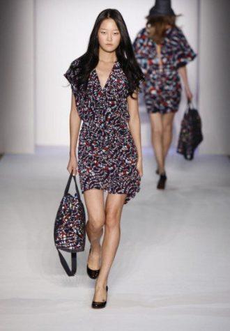 dámské šaty a taška se stejným vzorem Karen Walker