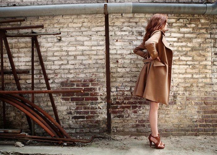 dámský hnědý kabát Kateřina Geislerová