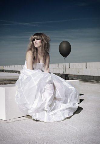 bílé dámské šaty Chi-Chi