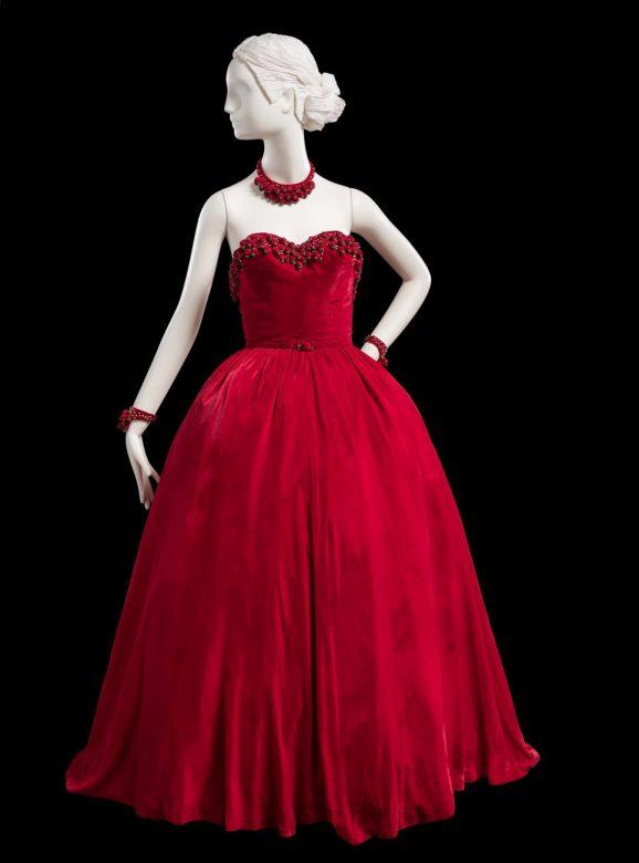červené večerní šaty Main Bocher, 1947
