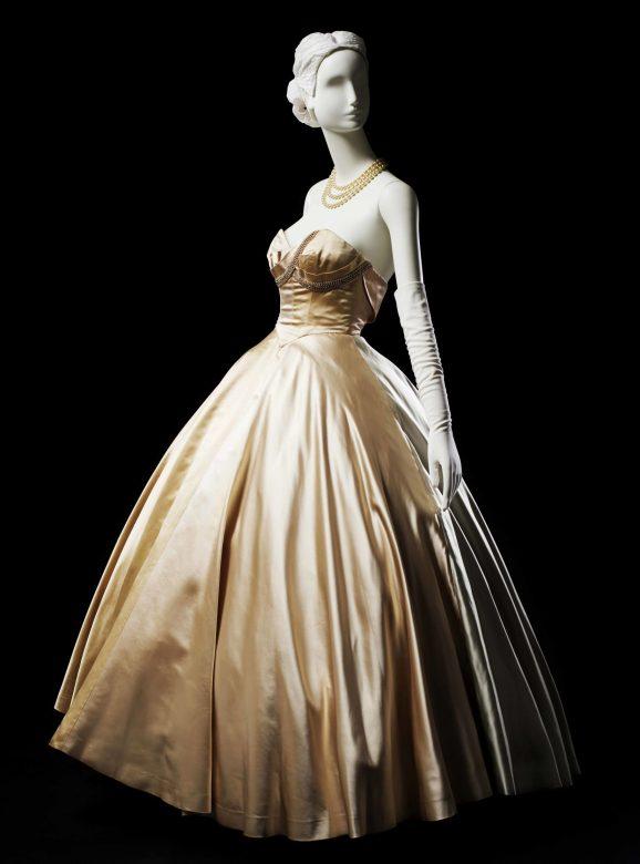 zlaté večerní šaty Main Bocher, 1951