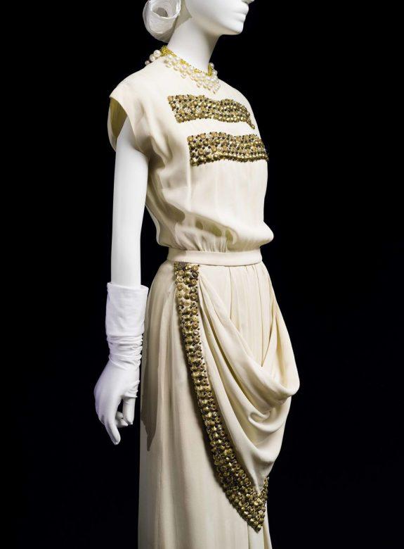 bílé večerní šaty Main Bocher, 1947