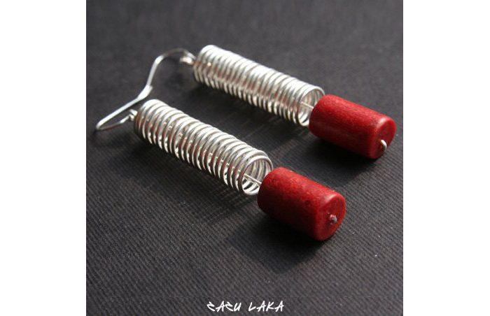 náušnice Zazu Laka s červeným kamenem