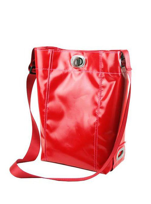 dámská červená kabelka z plachty nákladních aut (€ 99)