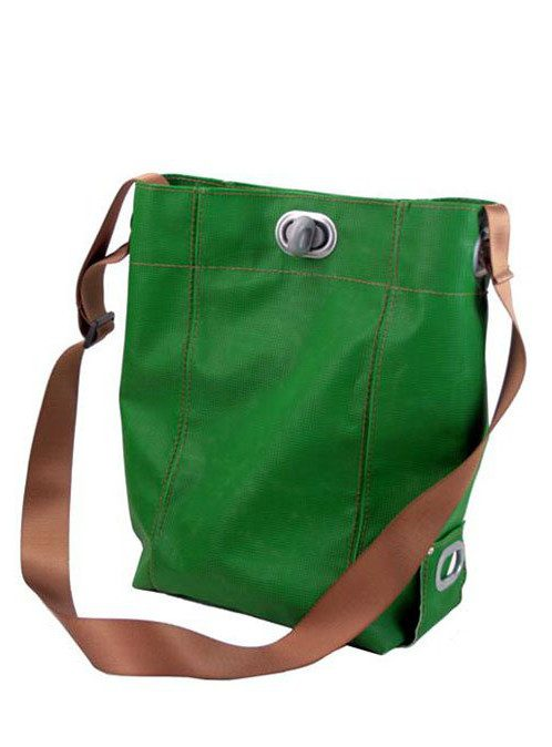 zelená taška Abteil z gymnastické žíněnky (€ 109)