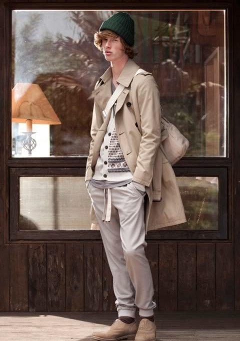 pánský baloňák, bílý zapínací svetr a šedé kalhoty FACTOTUM