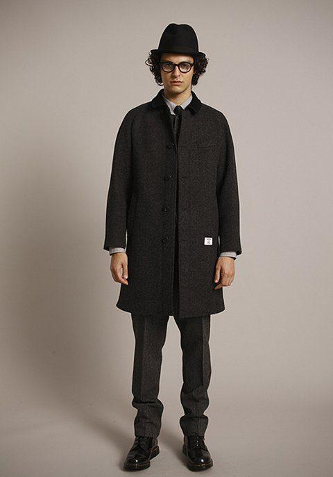 pánský černý klobouk, tmavě šedý tvídový kabát a kalhoty Bedwin & The Heartbreakers