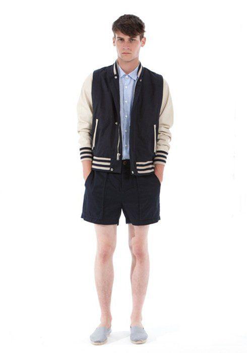 pánská sportovní bunda, světle modrá košile a černé šortky Shipley & Halmos