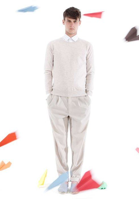 pánský světle béžový svetr, kalhoty a bílá košile Shipley & Halmos