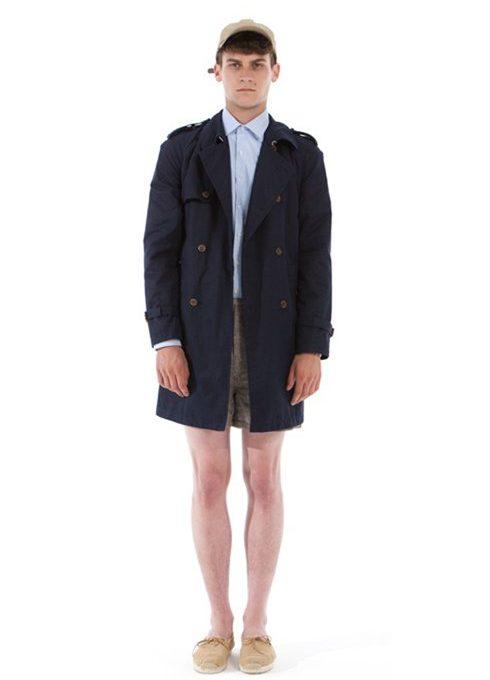 pánský tmavě modrý kabát, světle modrá košile a béžové šortky Shipley & Halmos