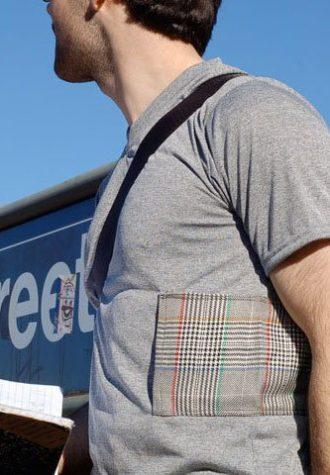 tričko Checkers s kapsou na zip z recyklovaných materiálů ($ 30)