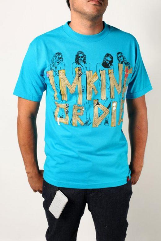 pánské bleděmodré tričko s potiskem Skinny Dippin ($ 18)