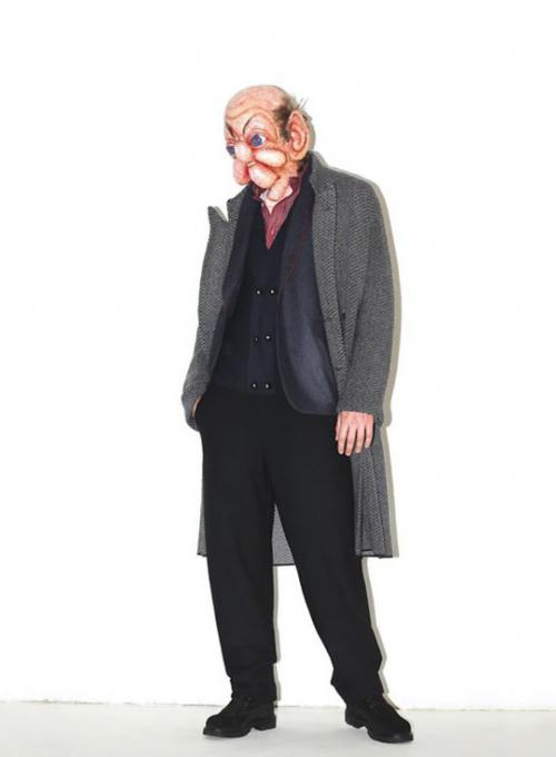 Holič a jeho pletený plášť