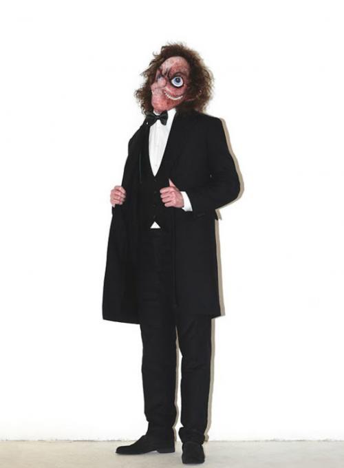 Zostuzený zloděj ví co se do společnosti patří. Kompletní oblek!
