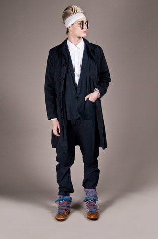 pánský černý kabát a oblek Henry Vibskov