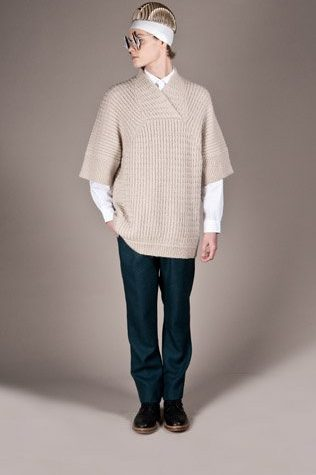 pánský světle béžový svetr a zelené kalhoty Henry Vibskov