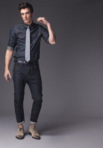 pánská tmavě modrá džínová košile, kostkovaná kravata a tmavě modré džíny !ITEM
