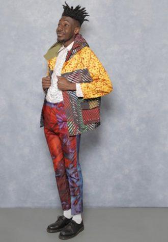 pánská barevná bunda se vzorem, kalhoty a světlá košile Agi & Sam