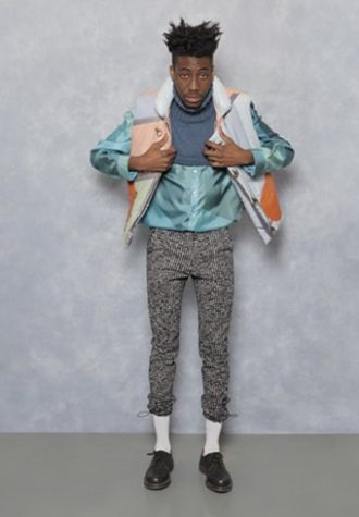 pánská barevná bunda, tyrkysová košile a černobílé kalhoty se vzorem Agi & Sam