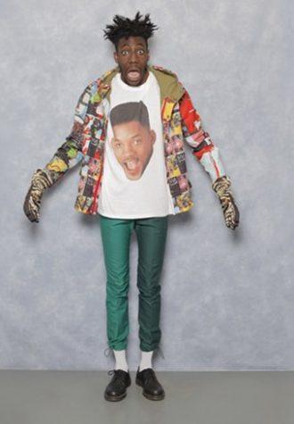pánská mikina se vzorem, bílé triko s potiskem Willa Smitha a zelené kalhoty Agi & Sam