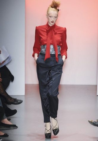 dámská červená halenka a černé kalhoty BORA AKSU