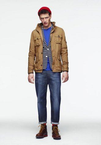 pánská hnědá bunda, pruhovaný svetr, modré triko a džíny ASOS