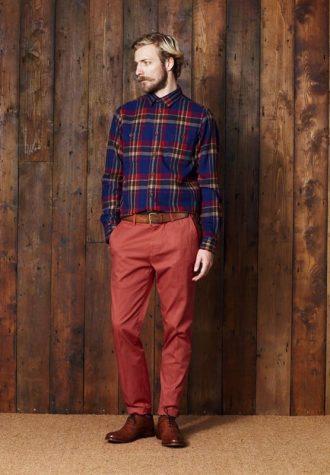 pánská modrá kostkovaná košile a červené kalhoty Ben Sherman