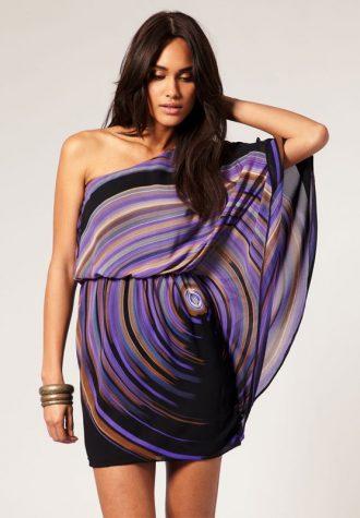 dámské asymetrické šaty se vzorem ASOS (€ 32.05)