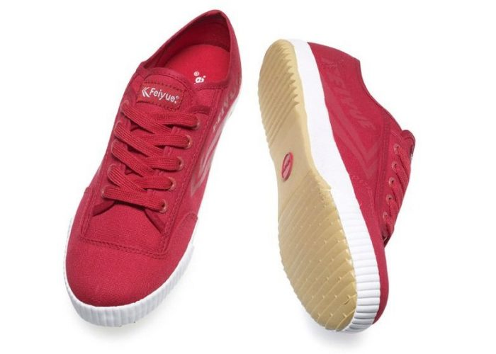 červené plátěné tenisky Feiyue, typ Plain Red (€ 50)