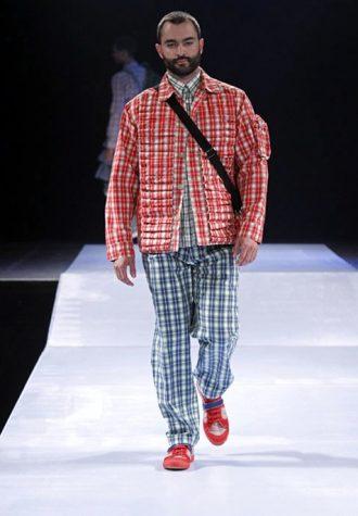 pánská kostkovaná červená bunda a zelené kalhoty Walter Van Beirendonck