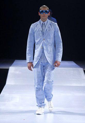 pánský světle modrý oblek s perforovanými nápisy Walter Van Beirendonck