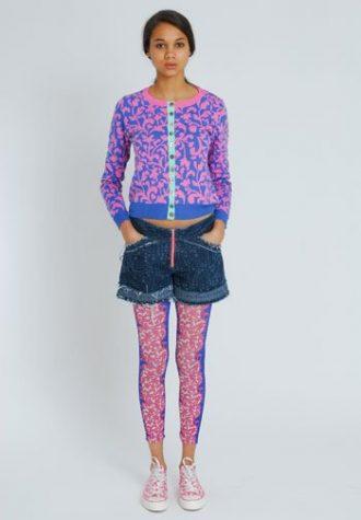 dámský růžovo-fialový svetr a džínové šortky Eley Kishimoto