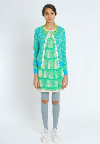 dámský tyrkysový svetr a zelené minišaty Eley Kishimoto