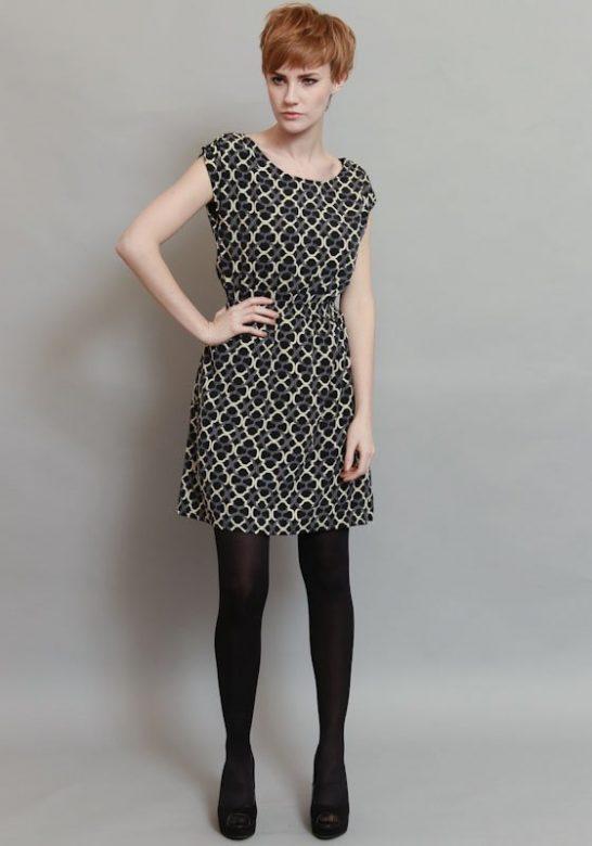 dámské krátké černé šaty se vzorovým potiskem ( £ 55)