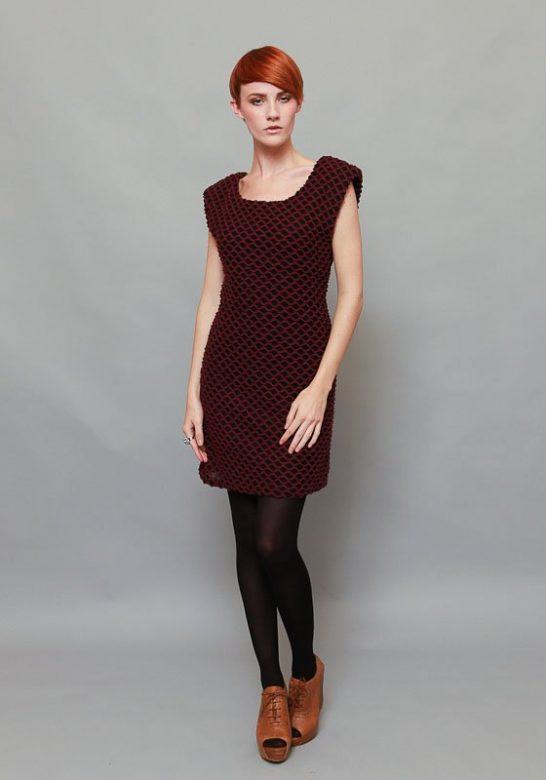 dámské vínovo-černé šaty bez rukávů (£ 30)