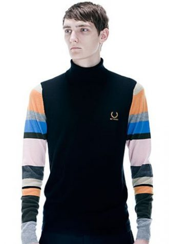 pánský černý svetr s rolákem a barevnými pruhovanými rukávy Raf Simons for Fred Perry
