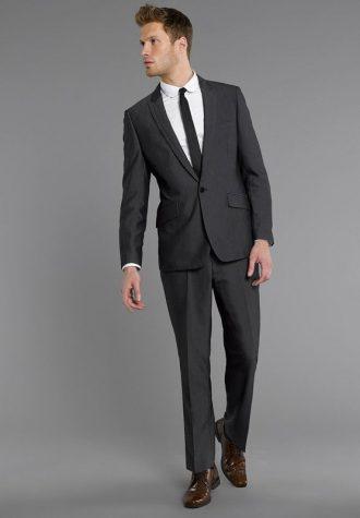 pánský oblek v barvě uhlí Burton (£97.30)