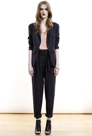černé sako a kalhoty od Shipley & Halmos