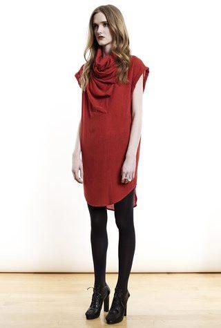 červené šaty od Shipley & Halmos