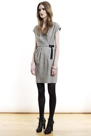 šedé šaty od Shipley & Halmos