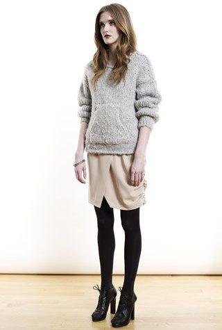 šedý svetr a sukně od Shipley & Halmos